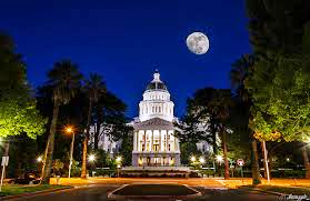 Sacramento-Capitol-Building-at-night
