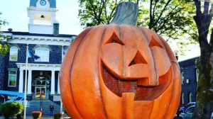 halloweentown_6253519_ver1-0_640_360